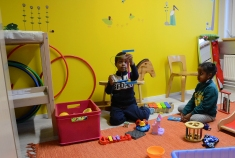 Värejä vertsin lastenhoitohuoneessa (Monika-Naiset Liitto)